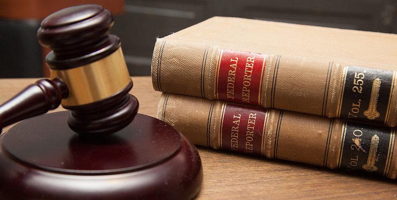 wetboeken en hamer